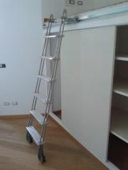 Scorrevoli scale da appoggio per soppalchi librerie - Scalette per librerie ...